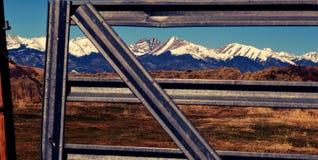 Βουνά και μέταλλο Στοκ Εικόνες