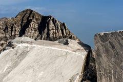Βουνά και μαρμάρινο λατομείο Στοκ εικόνες με δικαίωμα ελεύθερης χρήσης