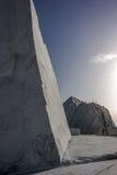 Βουνά και μαρμάρινο λατομείο Στοκ φωτογραφία με δικαίωμα ελεύθερης χρήσης