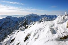 Βουνά και μπλε ουρανός σε Tatras Στοκ φωτογραφία με δικαίωμα ελεύθερης χρήσης