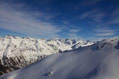 Βουνά και ουρανός στοκ φωτογραφία με δικαίωμα ελεύθερης χρήσης