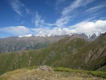 Βουνά και ουρανός Στοκ Φωτογραφίες