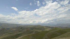 Βουνά και σύννεφα τοπίων φιλμ μικρού μήκους