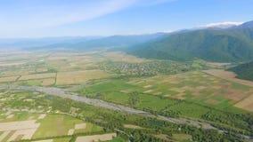 Βουνά Καύκασου και όμορφο τοπίο κοιλάδων Alazani, οικολογία και καθαρός αέρας απόθεμα βίντεο