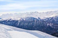 Βουνά Καύκασου κατά τη διάρκεια της ημέρας το χειμώνα, Sochi Στοκ εικόνα με δικαίωμα ελεύθερης χρήσης
