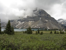 Βουνά κεφαλιών μεταξύ των σύννεφων στοκ εικόνα