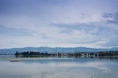 Βουνά, κοιλάδα, λίμνη Constance και τοπίο αιχμών Στοκ Φωτογραφία