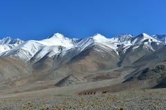 Βουνά κοντά στη λίμνη Pangong, Ladakh Ινδία Στοκ Εικόνες
