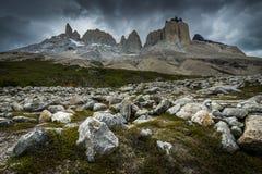 Βουνά κοντά Valle Frances Torres del Paine στο National πάρκο W Στοκ εικόνα με δικαίωμα ελεύθερης χρήσης