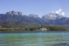 βουνά λιμνών του Annecy στοκ φωτογραφίες