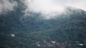 Βουνά με τα σύννεφα φιλμ μικρού μήκους