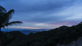 βουνά πέρα από το ηλιοβασίλεμα Στοκ φωτογραφίες με δικαίωμα ελεύθερης χρήσης