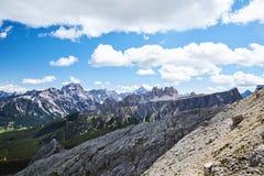 Βουνά περασμάτων Giau στο φως της ημέρας στοκ φωτογραφία