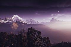 Βουνά περιοχής Annapurna στα Ιμαλάια του Νεπάλ Στοκ Φωτογραφία
