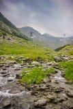 Βουνά ποταμών και Fagaras Capra παράλληλα με το διάσημο δρόμο Transfagarasan στοκ φωτογραφίες με δικαίωμα ελεύθερης χρήσης