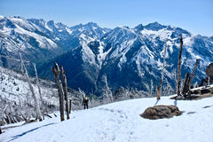 βουνά που περπατούν τη γυ& στοκ εικόνα
