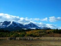 Βουνά πτώσης με Corral και τα άλογα Στοκ εικόνες με δικαίωμα ελεύθερης χρήσης