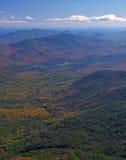βουνά πτώσης χρωμάτων Στοκ Φωτογραφίες