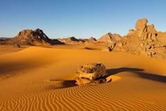βουνά Σαχάρα της Λιβύης akakus acacus Στοκ Φωτογραφία