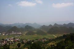 Βουνά στήθων νεράιδων και πεζούλια ορυζώνα ρυζιού στο βόρειο Βιετνάμ Στοκ εικόνα με δικαίωμα ελεύθερης χρήσης