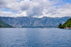 Βουνά στην ακτή του κόλπου Boka Kotorska, boka-Kotorska, Μαυροβούνιο, Ευρώπη Στοκ φωτογραφίες με δικαίωμα ελεύθερης χρήσης