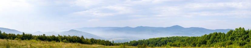 Βουνά στον καπνό Στοκ Εικόνες