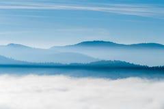 Βουνά στον ορίζοντα Στοκ φωτογραφίες με δικαίωμα ελεύθερης χρήσης