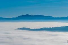 Βουνά στον ορίζοντα στοκ εικόνα με δικαίωμα ελεύθερης χρήσης