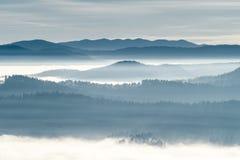 Βουνά στον ορίζοντα στοκ φωτογραφία με δικαίωμα ελεύθερης χρήσης