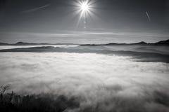 Βουνά στον ορίζοντα στοκ εικόνες με δικαίωμα ελεύθερης χρήσης