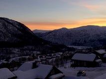 Βουνά στο ηλιοβασίλεμα Στοκ φωτογραφία με δικαίωμα ελεύθερης χρήσης