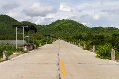 Βουνά συγκεκριμένων δρόμων στοκ φωτογραφία με δικαίωμα ελεύθερης χρήσης