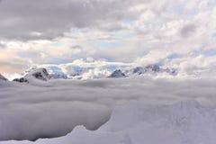 βουνά σύννεφων στοκ φωτογραφία με δικαίωμα ελεύθερης χρήσης