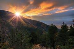 Βουνά της Βουλγαρίας Rila ηλιοβασιλέματος φθινοπώρου Στοκ Εικόνες