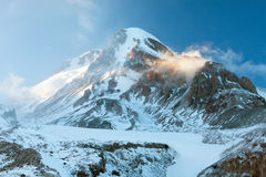 Βουνά της Γεωργίας το χειμώνα Στοκ Εικόνα