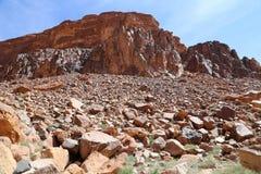 Βουνά της ερήμου ρουμιού Wadi γνωστής επίσης ως κοιλάδα του φεγγαριού Στοκ Εικόνα