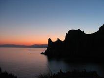 Βουνά της Κριμαίας και τοπίο ηλιοβασιλέματος Μαύρης Θάλασσας Στοκ εικόνα με δικαίωμα ελεύθερης χρήσης