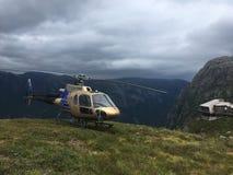 Βουνά της Νορβηγίας ελικοπτέρων στοκ εικόνα με δικαίωμα ελεύθερης χρήσης