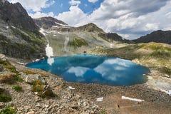 Βουνά της σειράς Arkhyz, λίμνη Καύκασου της Sofia, που αναρριχείται mou Στοκ φωτογραφία με δικαίωμα ελεύθερης χρήσης