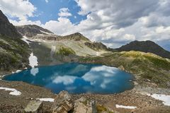 Βουνά της σειράς Arkhyz, λίμνη Καύκασου της Sofia, που αναρριχείται mou Στοκ Εικόνα