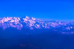 Βουνά του Ιμαλαίαυ στο Νεπάλ, άποψη του μικρού χωριού Braga στο κύκλωμα Annapurna Στοκ φωτογραφία με δικαίωμα ελεύθερης χρήσης