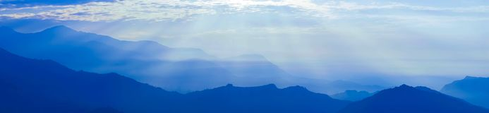 Βουνά του Ιμαλαίαυ στο Νεπάλ, άποψη του μικρού χωριού Braga στο κύκλωμα Annapurna Στοκ εικόνα με δικαίωμα ελεύθερης χρήσης