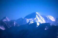 Βουνά του Ιμαλαίαυ στο Νεπάλ, άποψη του μικρού χωριού Braga στο κύκλωμα Annapurna Στοκ Φωτογραφίες