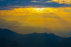 Βουνά του Ιμαλαίαυ στο Νεπάλ, άποψη του μικρού χωριού Braga στο κύκλωμα Annapurna Στοκ φωτογραφίες με δικαίωμα ελεύθερης χρήσης