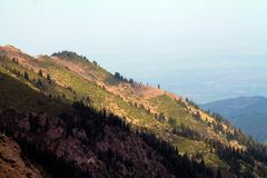 Βουνά του Καζακστάν στοκ εικόνες