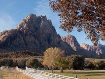 Βουνά το φθινόπωρο στοκ φωτογραφίες