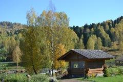 Βουνά το φθινόπωρο Στοκ φωτογραφία με δικαίωμα ελεύθερης χρήσης