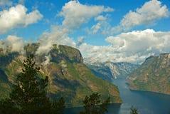 βουνά φιορδ στοκ φωτογραφίες