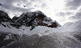 Βουνά χιονιού τραβήγματος Zhuoda Στοκ Εικόνες