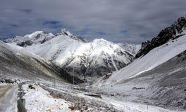 Βουνά χιονιού τραβήγματος Zhuoda Στοκ Φωτογραφία